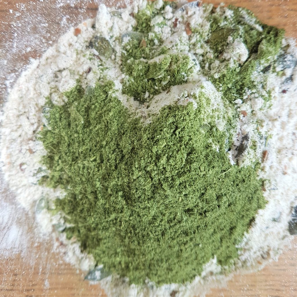 nettle powder and flour for green homemade crackers